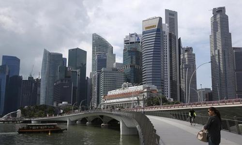Khu trung tâm thương mại của Singapore. Ảnh: Reuters.
