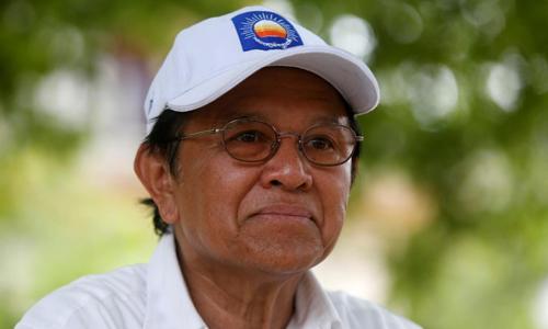 Kem Sokha, chủ tịch đảng Cứu nguy Dân tộc Campuchia trong một cuộc phỏng vấn tại tỉnh Prey Veng, Campuchia hồi tháng 5/2017. Ảnh: Reuters.