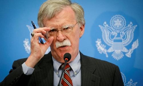 Cố vấn an ninh quốc gia Mỹ John Bolton phát biểu tại một cuộc họp báo ở Kiev, Ukraine, ngày 24/8. Ảnh: Reuters.