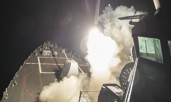 Tàu khu trục Mỹ phóng tên lửa vào Syria hồi tháng 4/2017. Ảnh: US Navy.