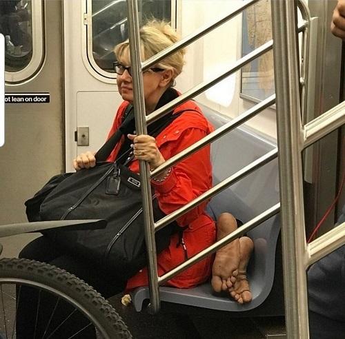 Nỗi ám ảnh trên tàu điện.