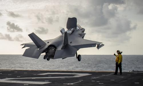 Tiêm kích F-35B cất cánh từ tàu USS Essex hôm 31/8. Ảnh: USNI.