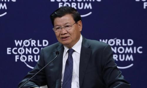 Thủ tướng Lào trong phiên thảo luận chiều nay. Ảnh: Giang Huy.