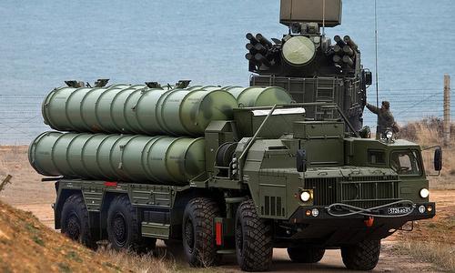 Xe bệ phóng thuộc tổ hợp S-400 tham gia tập trận Vostok-2018. Ảnh: TASS.