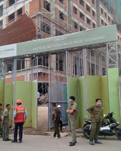 Hai người rơi từ tầng 10 công trình ở Sài Gòn