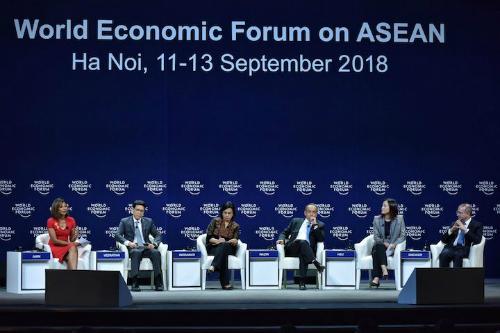 Các diễn giả tham gia phiên thảo luận Triển vọng kinh tế châu Á, ngày 12/9. Ảnh: Giang Huy