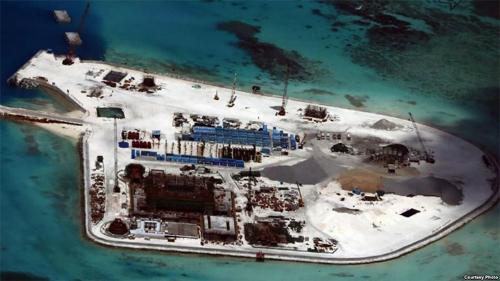 Đảo nhân tạo của Trung Quốc xây dựng trên Đá Gạc Ma. Ảnh: CSIS