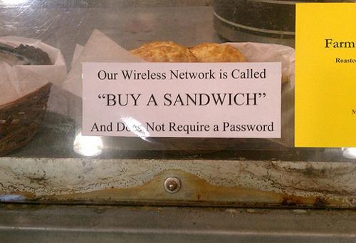 Tuyệt chiêu câu khách khá tốt - Mua bánh sandwich đi, không cần mật khẩu đâu.