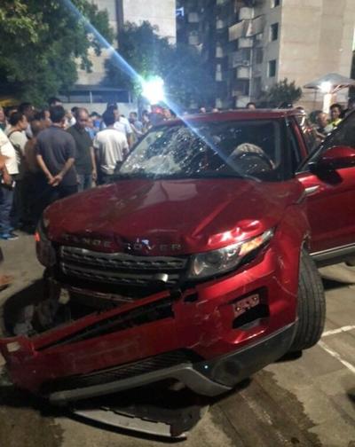 Chiếc xe gây tai nạn ở quảng trường thành phố Hành Dương tối 12/9. Ảnh: Sohu.