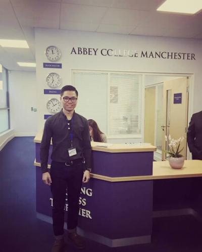 Mr. Dương - Đại diện của Viscotrong chuyến thăm Abbey College Manchester.