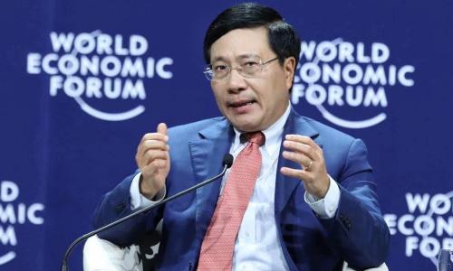 Phó thủ tướng Phạm Bình Minh trong thảo luận sáng nay. Ảnh: Giang Huy.