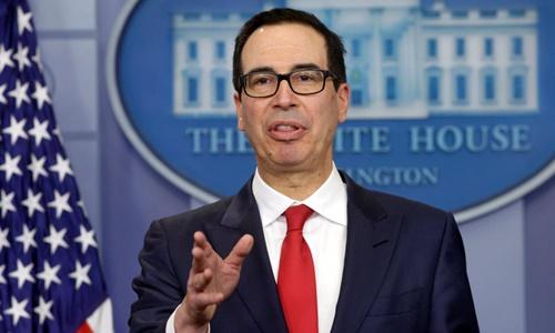Bộ trưởng Tài chính Mỹ Steven Mnuchin phát biểu tại một cuộc họp báo ở Nhà Trắng hồi năm ngoái. Ảnh: Reuters.
