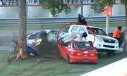 Honda Civic bị xẻ đôi, tay đua nữ văng khỏi xe