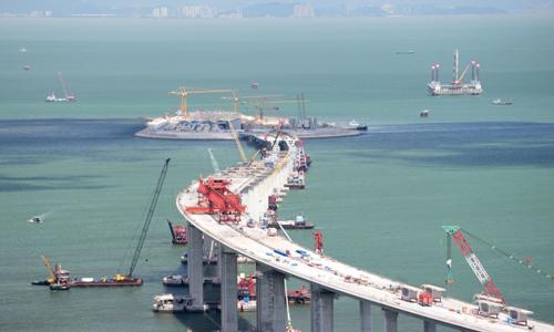 Một phần của cây cầu nối Hong Kong với Trung Quốc đại lục và Macau đang xây dựng. Ảnh: Chính quyền Hong Kong.