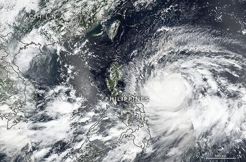 Ảnh chụp siêu bão Mangkhut từ vệ tinh hôm 13/9. Ảnh: NASA.