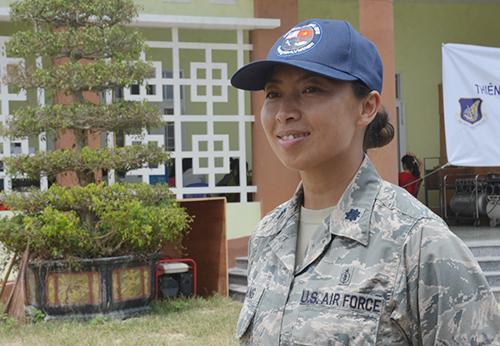 Thiếu tá Paula lần đầu tiên đến Việt Nam. Ảnh: Đắc Thành.