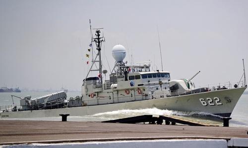 Tàu Rencong rời cảng Sorong hồi cuối năm 2017. Ảnh: Indonesia Navy.