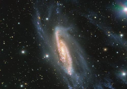 Kính viễn vọng chụp ảnh thiên hà NGC 3981 cách Trái Đất 65 triệu năm ánh sáng. Ảnh: ESO.