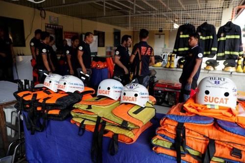 Lực lượng cứu hộ Philippines chuẩn bị ứng phó trước khi siêu bão Mangkhut đổ bộ đảo Luzon hôm 13/9. Ảnh: Reuters.