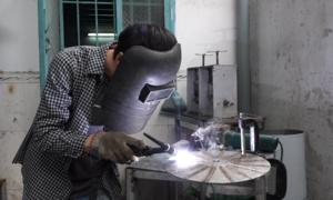 Chàng trai Sài Gòn chế máy xay 350 trái dừa mỗi giờ