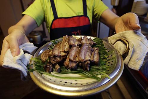 Ngành thịt chó Hàn Quốc lao đao trước sự tẩy chay của giới trẻ - ảnh 3