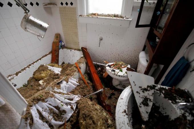 Sự tàn phá của siêu bão Florence khi đổ bộ vào Mỹ
