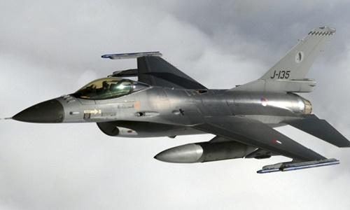 Máy bay F-16 của Hà Lan trong một cuộc tập trận trên Biển Bắc tháng 9/2009. Ảnh: US Airforce.