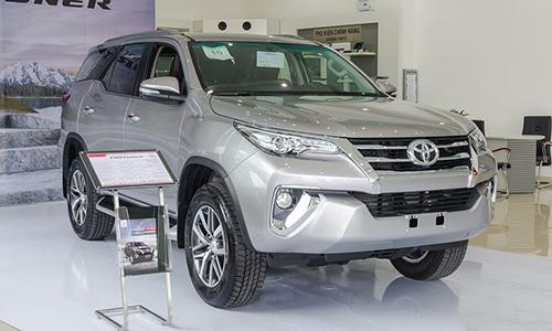 Toyota Fortuner trưng bày tại một đại lý ở Hà Nội.