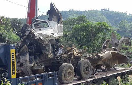 Tài xế xe bồn có hai lần đánh lái trước khi đâm đuôi xe khách làm 13 người chết