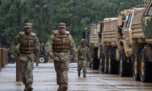 Binh sĩ Mỹ tham gia cứu trợ tại bang Bắc Carolina ngày 15/9. Ảnh: Bộ Quốc phòng Mỹ.