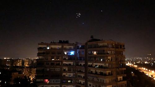 Các tên lửa phòng không Syria trên bầu trời Damascus. Ảnh: Xinhua