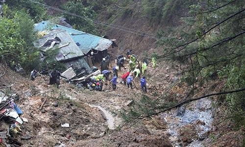 Lở đất chôn vùi nhiều căn nhà của thợ đào vàng  ở thị trấn Itogon, tỉnh Benguet, Philippines. Ảnh: Twitter.