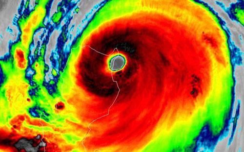 Hình ảnhcủa bão Mangkhut nhìn từ vệ tinh Himawari-8 ngày 13/9. Ảnh: CNN.