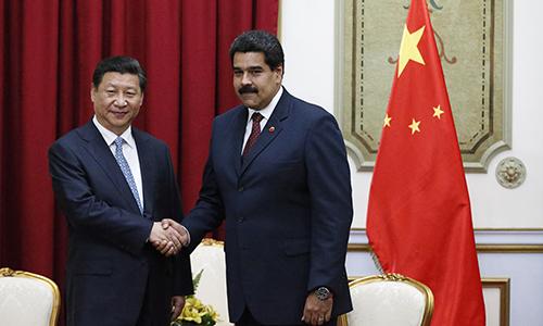 Chủ tịch Trung Quốc Tập Cận Bình (trái) và Tổng thống Venezuela Nicolas Maduro tại Bắc Kinh ngày 14/9. Ảnh: Reuters.