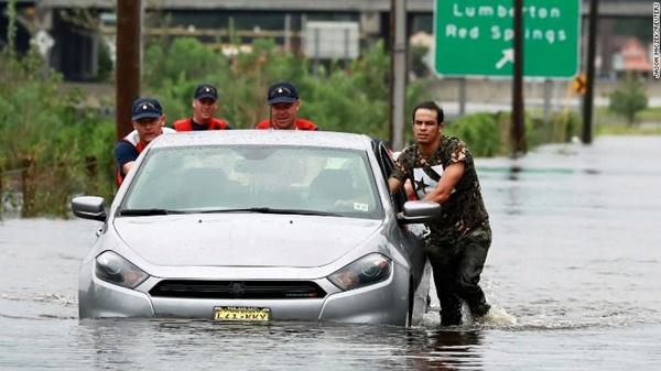 180916102027-03-hurricane-flor-9840-4055