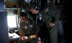 11 giờ bay xuyên qua bão Florence của các 'thợ săn' Mỹ