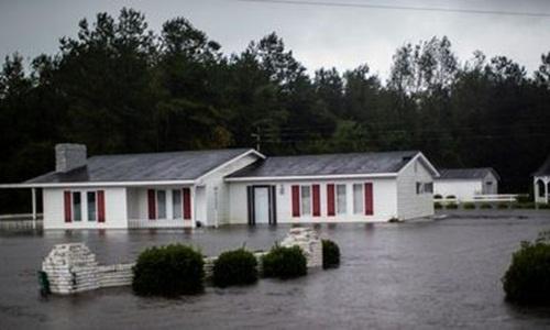 Một căn nhà bị ngập tại thành phố Wallace, bang Bắc Carolina, ngày 15/9. Ảnh: Reuters.