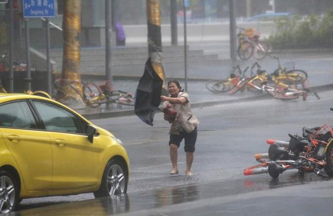 Sức tàn phá của bão Mangkhut khi quét qua các nước