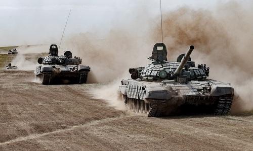 Xe tăng T-72B Nga cơ động tại thao trường Tsugol trong tập trận Vostok. Ảnh: Bộ Quốc phòng Nga.