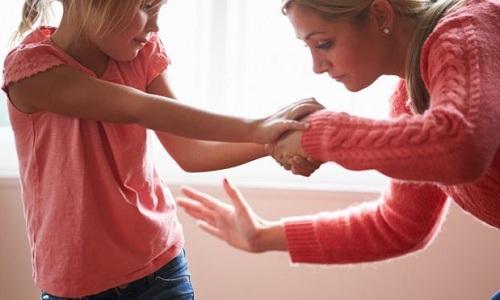 Trừng phạt thể chất được cho là nguyên nhân gây ra nhiều hành vi xấu và sự chống đối xã hội ở trẻ. Ảnh: Getty Images