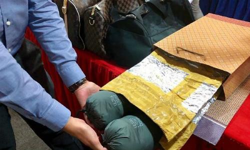 Chiếc túi các nghi phạm dùng để qua mặt cảm biến chống trộm. Ảnh: CNA.