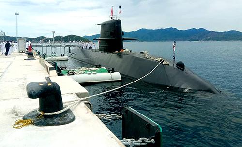 Tàu ngầm Nhật Bản cập cảng quốc tế Cam Ranh. Ảnh: An Phước.
