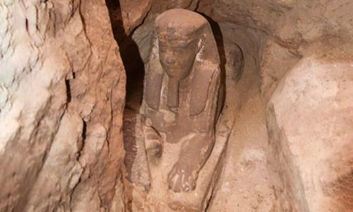 Tượng nhân sư hơn 2.000 năm tuổi ở đền Kom Ombo. Ảnh: Xinhua.