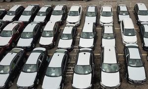 Lô xe BMW phơi nắng mưa 2 năm ở Sài Gòn chờ tái xuất