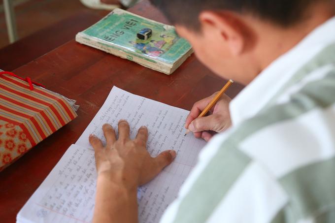 Lớp học xóa mù chữ trong trại giam