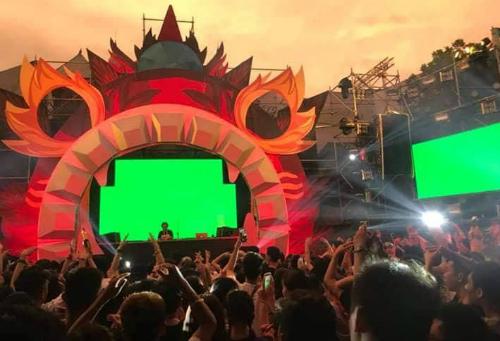 Lễ hội âm nhạc tại công viên nước Hồ Tây tối 16/9 thu hút hàng nghìn người tham dự. Ảnh: Hải Quân.