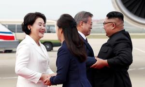 Kim Jong-un ra sân bay đón Tổng thống Hàn Quốc tới thăm