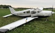 Máy bay mất bánh, nữ học viên phi công 17 tuổi vẫn hạ cánh an toàn
