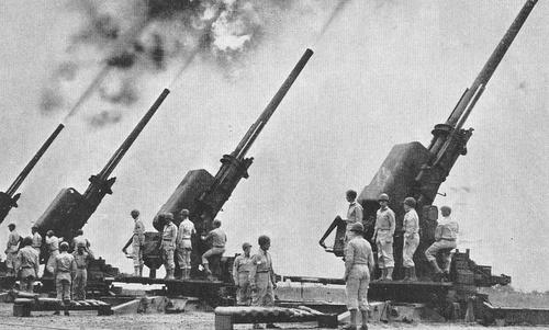 Một khẩu đội pháo phòng không Mỹ trong Thế chiến II. Ảnh: US Army.