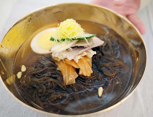 Món mỳ lạnh tại nhà hàng nổi tiếng của Bình Nhưỡng Okryugwan. Ảnh: Korea Pool